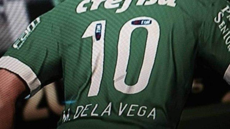 Em 2016, após não conseguir chegar a um acordo pelos direitos de imagem, a Konami não pôde usar o nome de Jorge Valdivia para o PES 2016. O chileno, à época jogador do Palmeiras, foi aparecia no jogo com o nome de M. Dela Vega.