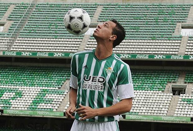 Em 2016, o Bétis interferiu em uma batalha judicial entre o Santos e Leandro Damião para contar com o artilheiro. Mas o centroavante falhou no clube espanhol e não valeu o investimento