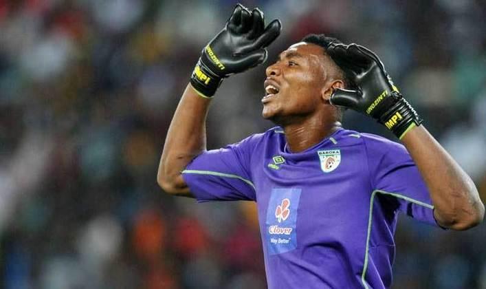 Em 2016, o goleiro Masuluke Oskarine , do Baroka, fez um gol de bicicleta no último minuto da partida e garantiu o empate por 1 a 1 da equipe dele contra o Orlando Pirates, pelo Campeonato da África do Sul.
