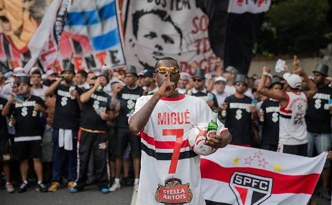 Em 2016, torcedores do São Paulo protestaram contra a má fase do time. Michel Bastos foi um dos alvos, foi representado por um torcedor e virou 'Migué Bastos'.