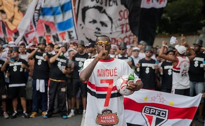 Em 2016, torcedores do São Paulo protestaram contra a má fase do time. Michel Bastos foi um dos alvos, foi representado por um torcedor e virou 'Migué Bastos'
