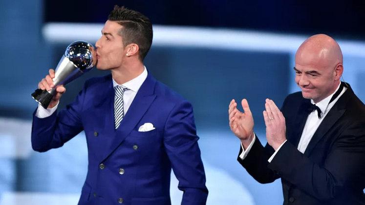 Em 2017, Cristiano Ronaldo foi eleito o melhor jogador do mundo pela quinta vez na carreira. O português venceu Lionel Messi e Neymar, segundo e terceiro respectivamente.