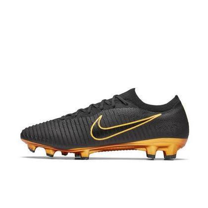 Em 2017, Eden Hazard recebeu da Nike uma chuteira exclusiva, chamada