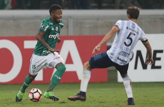 Em 2017, ele 'pulou o muro' e foi para o Palmeiras. Por lá, jogou por menos tempo, com 43 atuações e somente dois gols em pouco mais de um ano no clube.