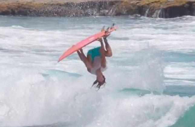 Em 2017, o free surfer Hector Santamaria conseguiu acertar uma variação do backflip, e deu o apelido da manobra de