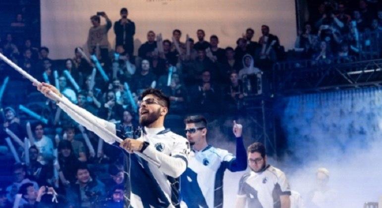 """Em 2018, Leo """"ziGueira"""" Duarte se tornou campeão mundial de Rainbow Six: Siege e sua consistente carreira o colocam como um dos maiores jogadores do Brasil."""