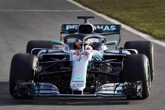 Em 2018, Lewis igualou Juan Manuel Fangio no número de títulos. Com o W09, foram 11 vitórias na temporada do penta