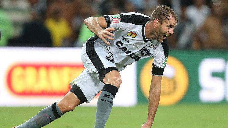 Em 2018, o momento mais icônico: Carli foi um dos heróis da conquista do Campeonato Carioca ao fazer o gol da vitória por 1 a 0 sobre o Vasco, no segundo jogo da decisão, aos 49 minutos do segundo tempo.