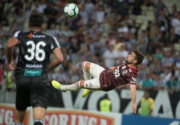 Em 2019, ano mágico para o time do Flamengo comandado por Jorge Jesus, Arrascaeta fez um gol de bicicleta difícil de ser esquecido. Diante do Ceará, o uruguaio acertou uma bicicleta linda fechar o placar da goleada Rubro-Negra.