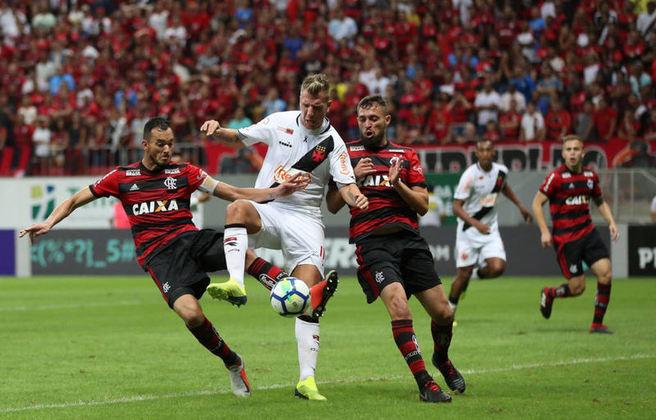 Em 2019, o Flamengo goleou o Vasco por 4 a 1 no estádio Mané Garrincha, em Brasília. No ano anterior, o clássico já havia sido disputado na capital federal e terminou empatado por 1 a 1.