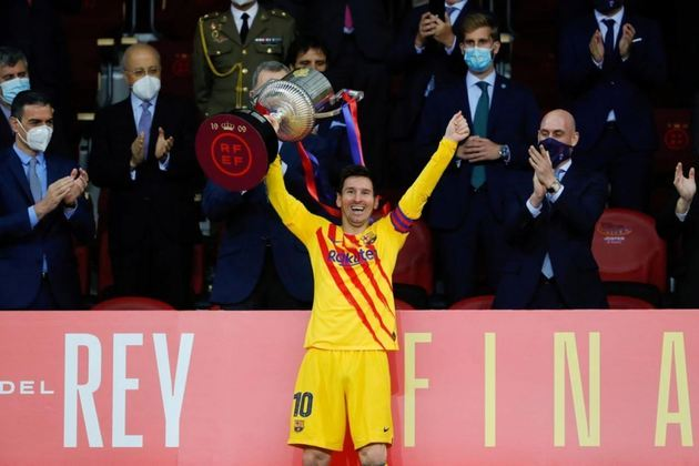 Em 2021, o seu último título pelo Barcelona, a Copa do Rei 2020/21, foi conquistada com direito a dois gols de Messi na final.