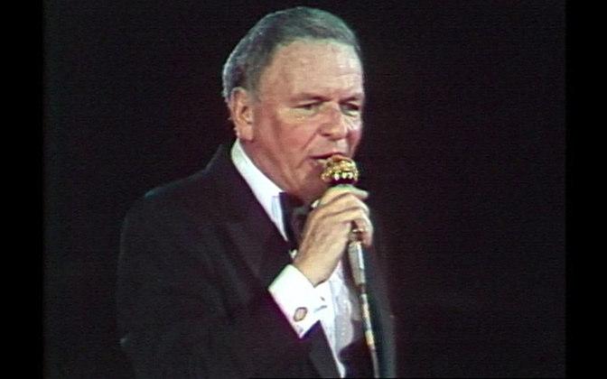 Em 26 de janeiro de 1980, FRANK SINATRA entrou para a história como o primeiro astro internacional a soltar a voz no Maracanã. A chuva que caía no Rio de Janeiro parou para que