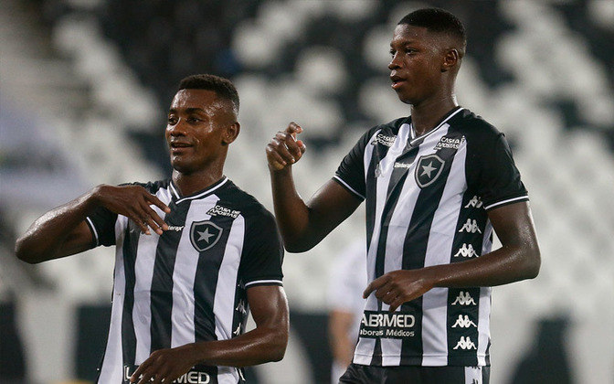 Em 62º lugar, está a camisa do Botafogo, que custa 44,98 dólares, o que equivale a 249,90. A fornecedora do material esportivo é a Kappa.