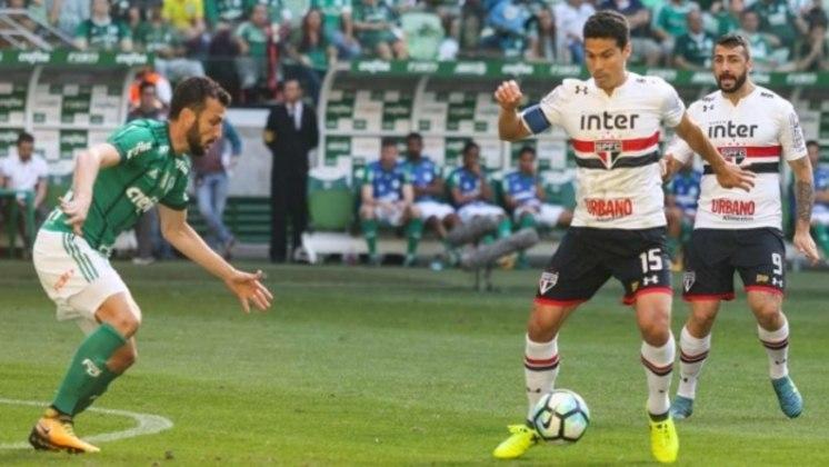 Em 93, o Palmeiras venceu o São Paulo por 2 a 1 pelo Torneio Ramón de Carranza, em Cádiz (ESP). Já no dia 3 de maio de 1984, o clássico aconteceu pelo Torneio Cinquentenário de Londrina (Torneio do Café), e o Verdão venceu por 2 a 0, no Estádio do Café, em Londrina.