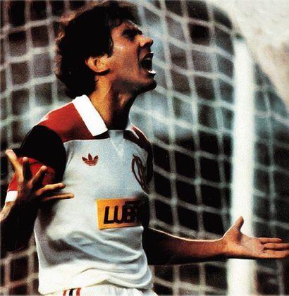 Em abril de 1984, o Flamengo fez história e se tornou o primeiro clube a estampar um patrocínio na camisa no Brasil. A empresa em questão foi a Petrobras/Lubrax, que manteve a parceria com o Rubro-Negro até 2009.