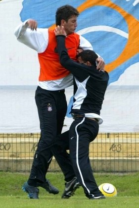 Em abril de 2005, nos primeiros meses de Corinthians, Tevez partiu para cima do zagueiro Marquinhos, bem mais alto do que ele, durante treino. Os dois trocaram socos e foram punidos pelo clube