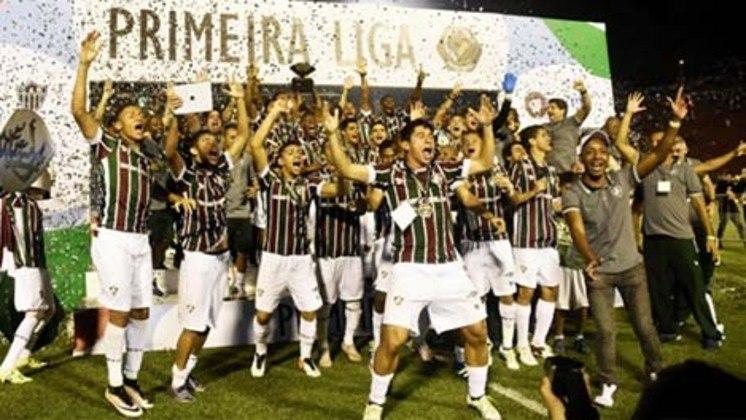 Em abril de 2016, o Fluminense conquistou seu último título. Em Juiz de Fora, o Tricolor faturou o troféu da Primeira Liga ao bater o Athletico-PR, por 1 a 0, com gol de Marcos Júnior, aos 35 do segundo tempo. Aquela foi a primeira edição da competição.