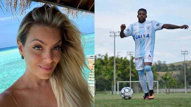 Em abril de 2018, o atacante Jô, na época do Corinthians, foi à Justiça por difamação e constrangimento contra a apresentadora Renata Fan, da