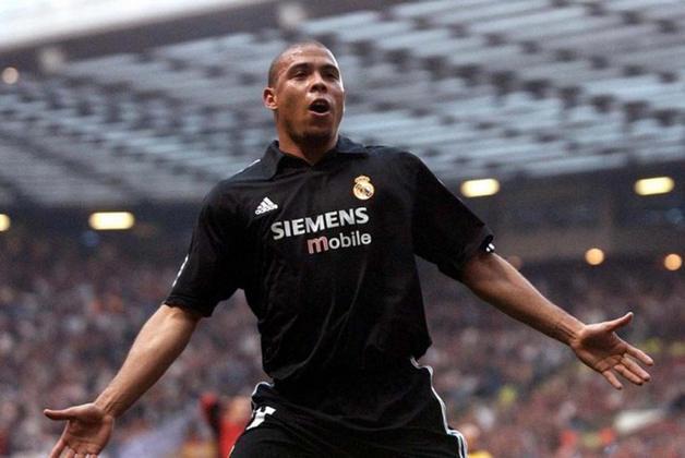 Em agosto de 2002, foi contratado pelo Real Madrid para se juntar a outros tantos craques e formar Os Galácticos, porém o elenco não rendeu o que se esperava e jamais ganhou uma Liga dos Campeões, lacuna que Ronaldo não conseguiu preencher até o final de sua carreira.