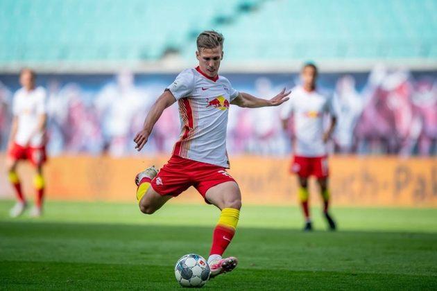Em alta no RB Leipzig, Dani Olmo segue atraindo olhares do Barcelona e o clube espanhol pode buscar fazer uma oferta na próxima janela para contar com o meia, de acordo com Matte Moretto.