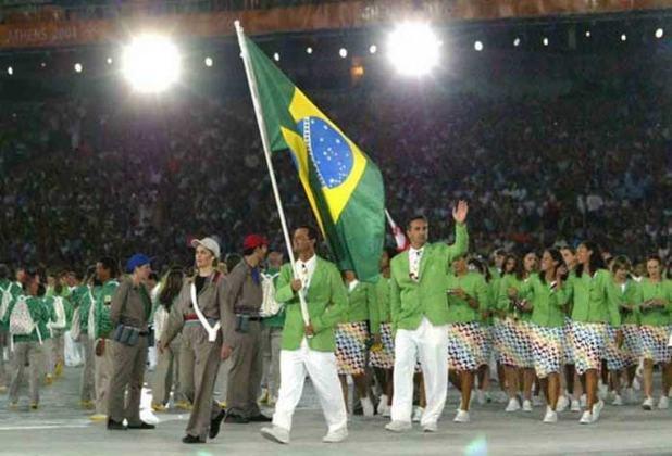 Em Atenas 2004, o porta-bandeira da delegação brasileira foi o velejador Torben Grael. Ao lado de Robert Scheidt, ele é o recordista do país em medalhas olímpicas: cinco no total.