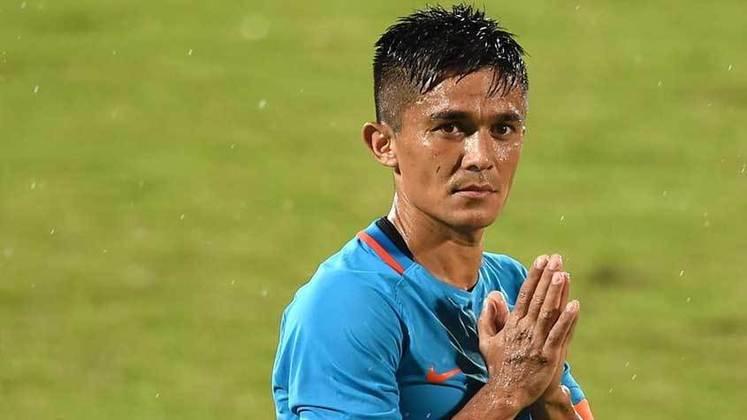 Em atividade pela seleção indiana desde 2005, o atacante Sunil Chhetri, de 36 anos, já marcou um total de 74 gols pelo seu país em 117 partidas