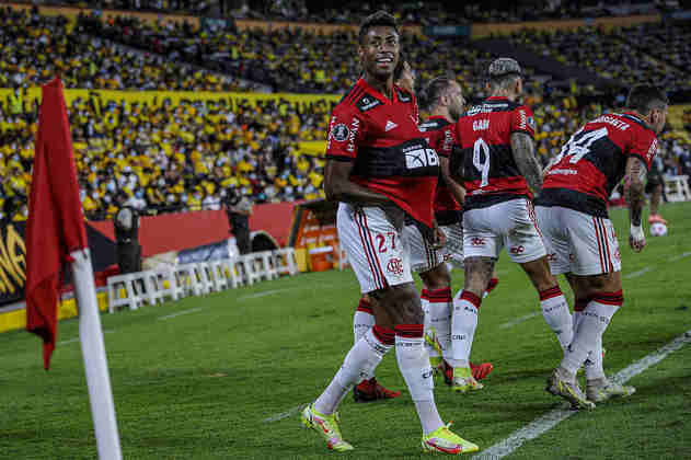 Em busca do Tri! Com duas vitórias sobre o Barcelona (EQU), o Flamengo avançou para a decisão da Libertadores e enfrentará o Palmeiras, em Montevidéu, no dia 27 de novembro. O Rubro-Negro chega invicto à final, com nove vitórias e três empates. Relembre na galeria!