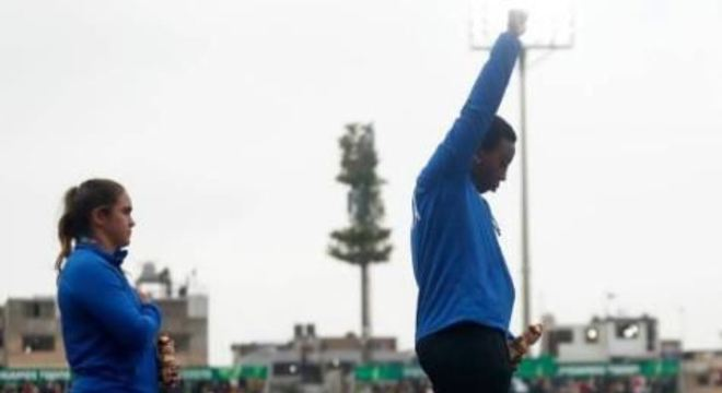 Em comunicado, o Comitê Olímpico Internacional proibiu qualquer gesto ou mensagem de natureza política ou religiosa