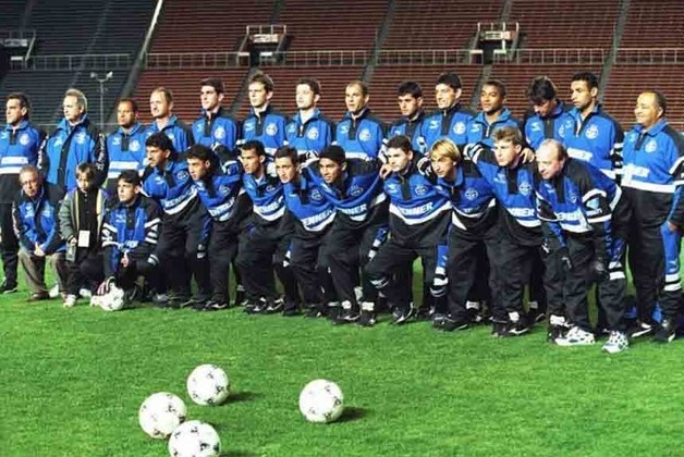 Em confronto realizado em Kobe, Japão. O Grêmio goleou o Independiente por 4 a 1 e garantiu o título da Recopa 1996.