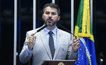 O senador Marcos Rogério (DEM-RO) é aliado de Bolsonaro. Junto com Eduardo Girão, é um dos nomes preferidos do governo para assumir a relatoria da CPI. A eleição acontece na próxima terça-feira (27)