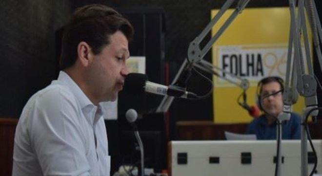 Em entrevista à Rádio Folha, nesta terça-feira (11), prefeito do Recife falou sobre a gestão e defendeu a priorização do transporte coletivo e a pé para melhorar a mobilidade na Capital.