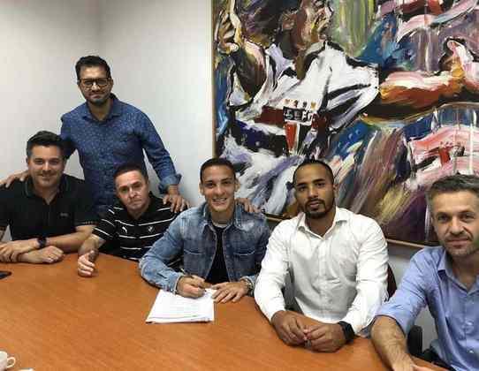 Em fevereiro, o São Paulo concretizou a venda de Antony ao Ajax por 16 milhões de euros mais 6 milhões de euros de possíveis bônus relacionados a metas. O clube conseguiu mantê-lo no Brasil até o fim de junho, mas a paralisação dos campeonatos só permitiu que ele disputasse quatro partidas.
