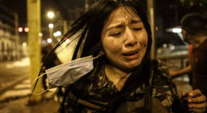 Manifestante em Lima; jovens foram principais protagonistas dos protestos da última semana