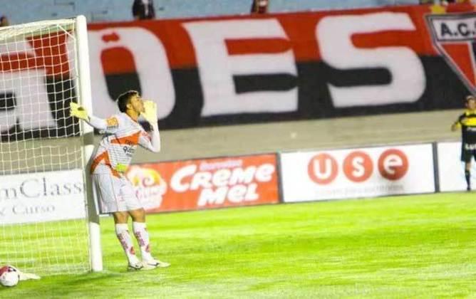 Em jogo válido pela Série D do Campeonato Brasileiro de 2011, o goleiro Edinho, do Anapolina, fez o gol do time, que derrotou o Tupi por 2 a 1.