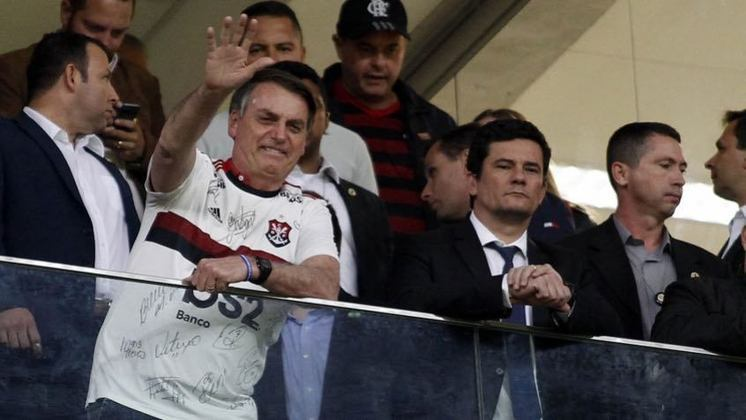 Em junho de 2019, durante partida entre Flamengo e CSA, no Mané Garrincha, em Brasília, o clube usou as redes sociais para postar foto de dirigentescom o presidente da República, Jair Bolsonaro, vestido com a camisa do Rubro-Negro, ao lado do ex-ministro daJustiça, SergioMoro. O ex-juiz estava com a popularidade em queda pelo vazamento das conversas vazadas como procurador Deltan Dallagnol quando estava à frente da Lava-Jato