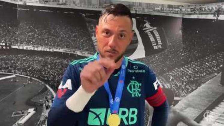 Em meio a várias provocações, uma se destacou. Na final da Taça Rio, Fernando Pacheco converteu sua cobrança de pênalti e fez o sinal de