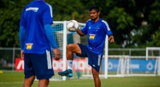 Em menos de dois meses, Ramon veio para o Cruzeiro, deixou o clube e agora deve ficar em definitivo