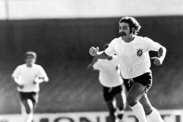 Em nono lugar está Rivellino, que fez 474 jogos pelo Corinthians. O meia conquistou um Rio-SP em 1966, alèm de diversos outros torneios. Marcou 144 gols pelo clube.