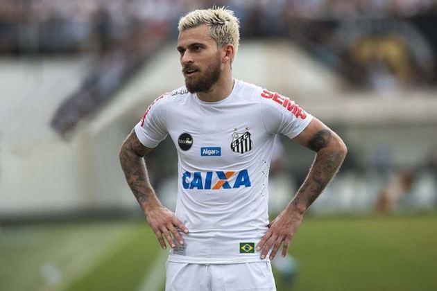 Em novembro de 2017, Lucas Lima foi afastado pelo Santos até seu contrato acabar. Na época, a diretoria do Peixe alegou que o clima entre o atleta e a torcida não estava bom e podia ser prejudicial para sua carreira. Em janeiro de 2018, Lucas Lima assinou com o Palmeiras