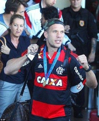 Em outros momentos, o atacante publicou fotos e fez até um ensaio com a camisa do Flamengo. A relação de carinho entre o clube e o jogador campeão do mundo de 2014 continua até hoje.