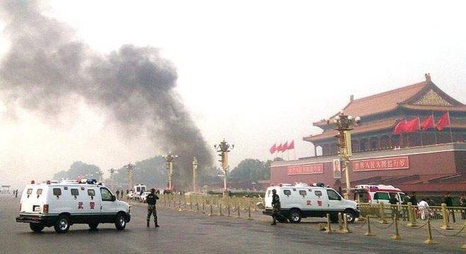 Em outubro de 2013, um ataque na praça Tiananmen matou duas pessoas 'Nunca mais falei com minha mãe'