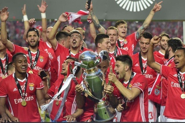 Em Portugal, o Benfica também já foi várias vezes campeão: 37 nacionais, sendo quatro vezes seguidas, entre 2013 e 2017. Na atual temporada, é o segundo colocado, atrás do Porto.