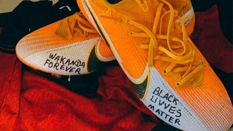 Em setembro de 2020, após a morte de Chadwick Boseman, o atacante Gabigol fez um jogo pelo Flamengo com chuteiras que homenageavam o ator