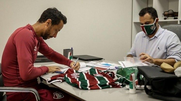 Em seu melhor momento com a camisa do Fluminense, disutando a artilharia do Brasil em 2020, Nenê renovou seu contrato com o Fluminense por mais uma temporada. O camisa 77 teve seu contrato estendido até o fim da temporada 2021.