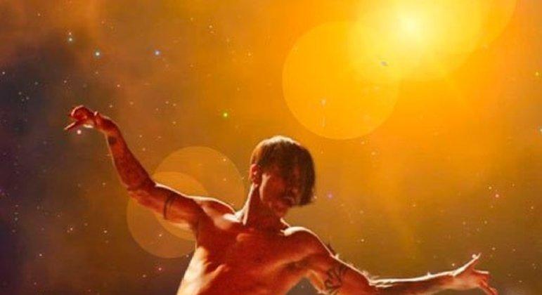 Em seu primeiro show no Brasil, também em 2001, o Red Hot Chili Peppers embalou a apresentação no festival com o álbum