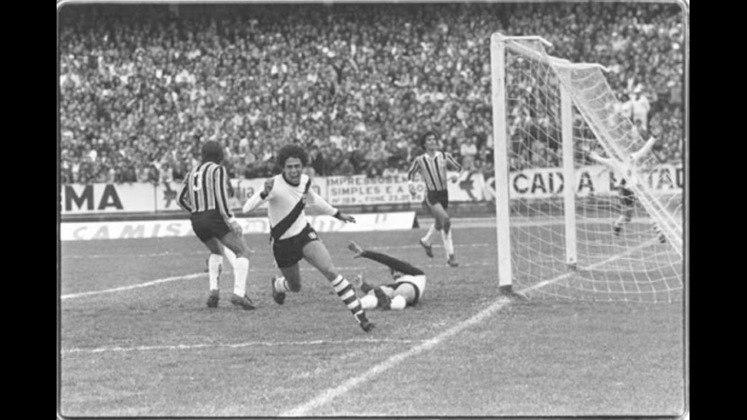 Em sua carreira, Roberto Dinamite foi artilheiro de dois Brasileiros. 1974, ano do primeiro título nacional do Vasco da Gama, e 1984, em que o clube perdeu o título para o Fluminense. Em ambos os anos, Roberto marcou 16 gols.