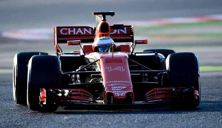 Em sua estreia pela McLaren, Alonso chegou a ser batido por Button