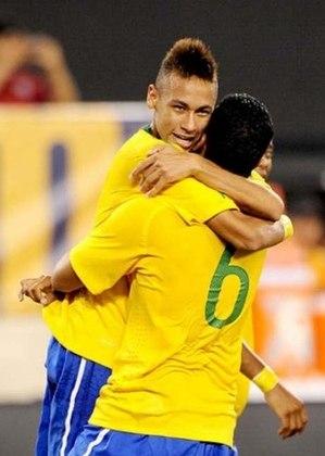 Em sua primeira convocação para a seleção brasileira principal, no amistoso contra os Estados Unidos, Neymar marcou de cabeça e iniciou uma trajetória de muitos gols com a amarelinha