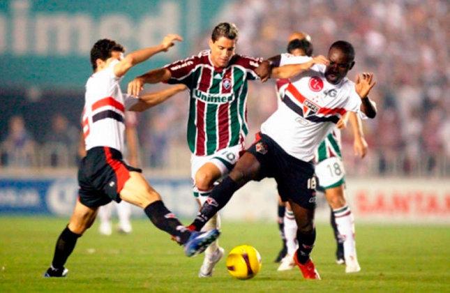 Em um duelo de tricolores, o Fluminense eliminou o São Paulo, nas quartas de final da Libertadores de 2008, com placar agregado de 3 a 2.