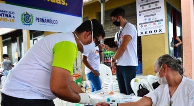 Em uma das ações, foram distribuídas cerca de 20 mil mascaras a população